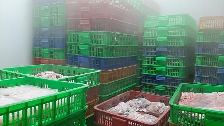 Hình 3: Hàng hóa thực phẩm không có nguồn gốc, xuất xứ trong kho